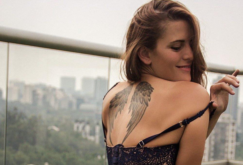 tatuaggio femminile ali d'angelo
